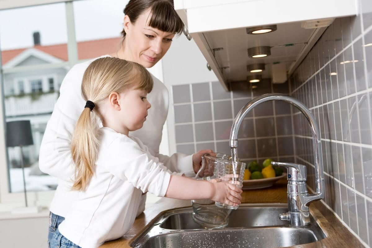 Do High arc Kitchen Faucets Splash?