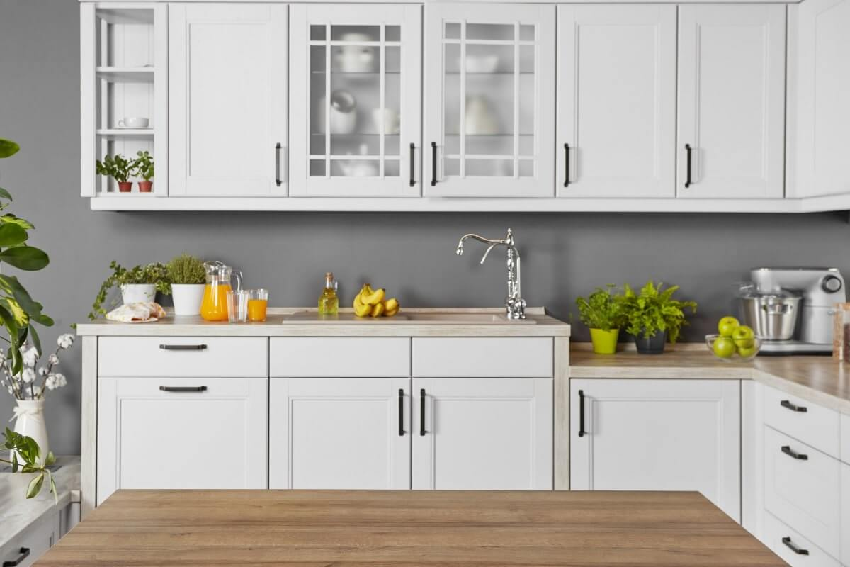 Do Kitchen Cabinets Need Handles?